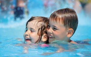 Rückenschwimmen für 2-3-jährige Kleinkinder